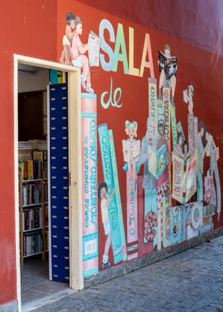 Petropolis, RJ. September 17, 2019: Entrance of the reading room of the neighborhood of Itaipava, Brazil.  This small library next to the Municipal park has 2.500 books and is visited by about 900 rea 에디토리얼