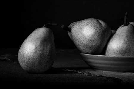 Still life with pears illustrating the concept of connections in group dynamics: an element of a group may feel more connected with an element outside of its own group Stockfoto - 156111357