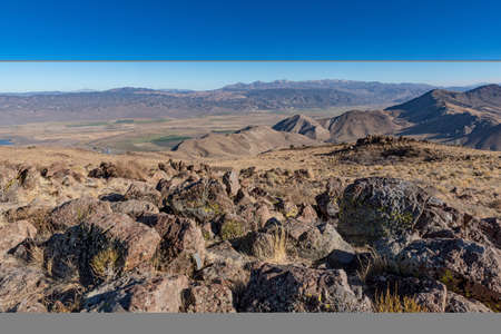 Overview from Monitor Pass in California, USA,  showig rocky terrain of the Sierra Nevada and cloudless sky Stockfoto