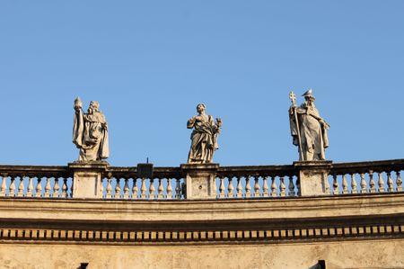 Estatuas en la Basílica de San Pedro, Roma (Italia)  Foto de archivo - 7777315