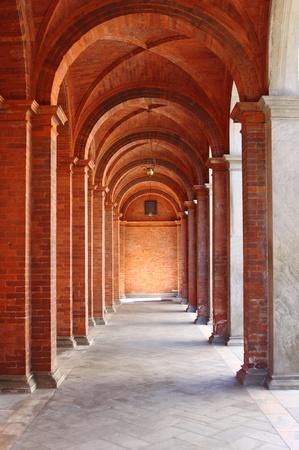 columnas romanas: Columnata en un claustro de estilo rom�nico