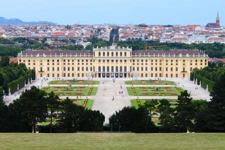 Vienna, Austria - July 21, 2011: Landscape view of Schonbrunn Palace Redakční