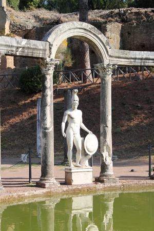 escultura romana: Estatua de Ares en Villa Adriana, cerca de Roma, Italia