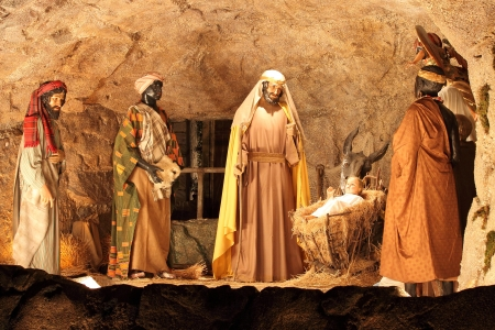 VATICAN - DECEMBER 25: The three Magi and Jesus Christ scene of the Christmas crib on December 25, 2011 in Vatican City 에디토리얼