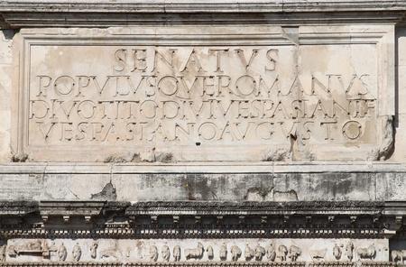 spqr: Inscripci�n principal en el Arco de Tito. Roma, Italia Foto de archivo
