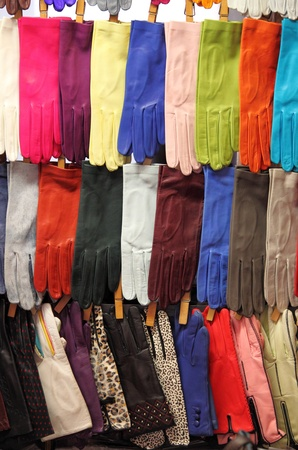 Colorful leather gloves displayed in a fashion shop Standard-Bild