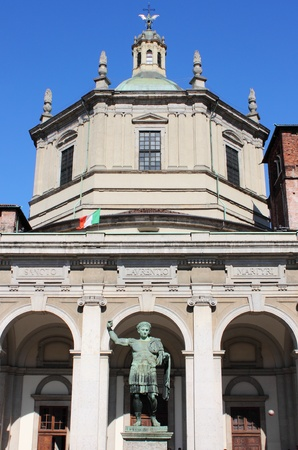 constantin: Saint Lawrence cathedral and the statue of Emperor Constantin in Milan