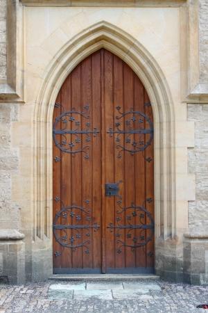 Medieval front door in the downtown of London, UK Standard-Bild