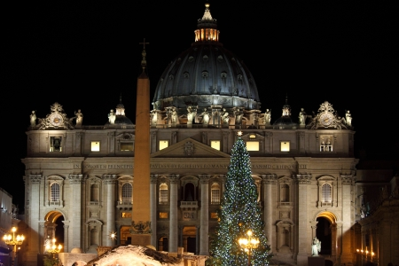 basilica of saint peter: Night view of Saint Peter Basilica in Christmas time. Vatican City, Italy Editorial