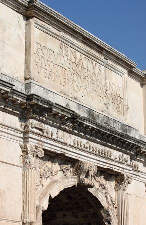 spqr: Iscrizione Main l'Arco di Tito. Roma, Italia