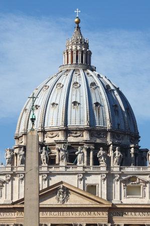 sanctity: La cupola di San Pietro cattedrale di Citt� del Vaticano Editoriali