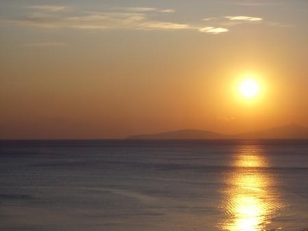 Mooie zonsondergang op de zee