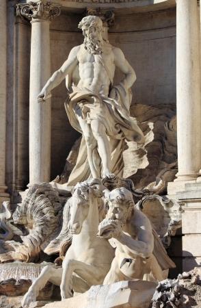 neptuno: Oceanus en la Fontana de Trevi de Roma, Italia