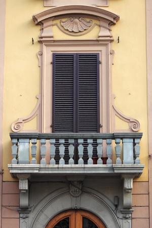 parapet wall: Renaissance balcony in Florence, Italy