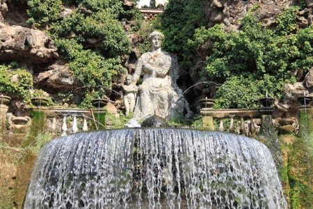Oval Fountain in Villa Este of Tivoli, Italy Stock Photo - 18791959