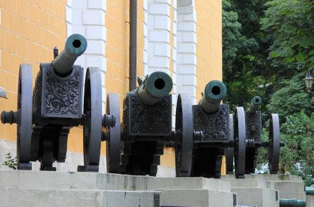 bombard: Cannoni di artiglieria nel Cremlino di Mosca, Russia