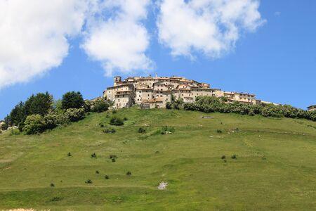 castelluccio di norcia: Castelluccio di Norcia during the flowering season. Umbria, Italy