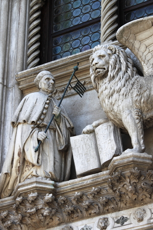 winged lion: The winged lion and the doge Francesco Foscari on the Doge Palace in Venice, Italy