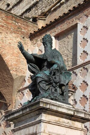 iii: Statue of Pope Julius III in front of the Cathedral of San Lorenzo. Perugia, Italy