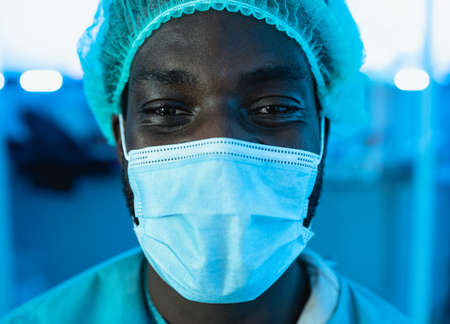 Portrait of doctor wearing protective face mask fighting against   virus outbreak - Health care and medical worker concept 版權商用圖片