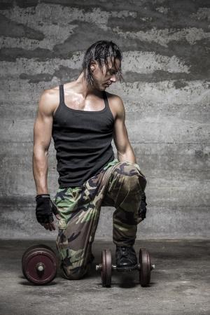 handsome muscular man looking down Zdjęcie Seryjne