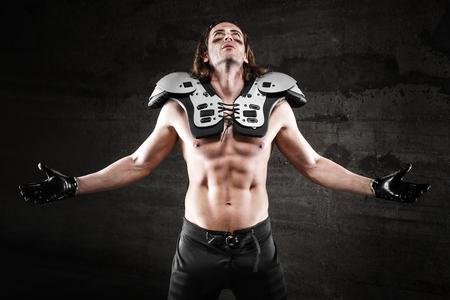 nackte brust: Nacktem Ober American Football-Spieler Lizenzfreie Bilder