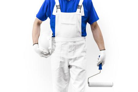pintor: Sin cabeza cerca disparo del hombre pintor en el trabajo con paintroller y elmet.