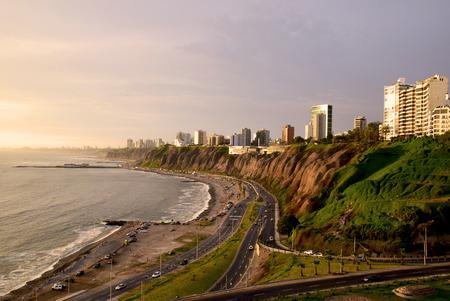 リマの海岸線, ペルー 写真素材 - 90395675