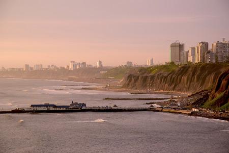 リマの海岸線, ペルー 写真素材 - 91663103