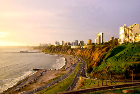 Coastline in Miraflores in the south of Lima, Peru Banque d'images