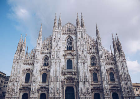 Milan Cathedral church - italy lombardy - cloudy day Imagens