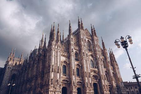 Katedra w Mediolanie - Włochy Lombardia - pochmurny dzień