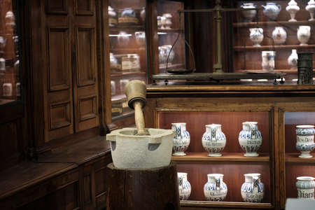 interior view of an old pharmacy with Bottles on the shelf Banque d'images - 124477364