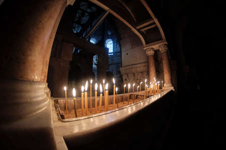 DEC 2019 - candle in the Holy Sepulcher church - Stone of Unction in Jerusalem, Israel Reklamní fotografie