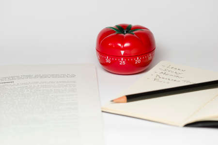Pomodoro (tomato) technique is a study method that helps avoiding procrastination using a kitchen timer Imagens - 30843910