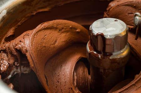 helado de chocolate: Preparaci�n de helado con diferentes herramientas, ingredientes, y m�quinas