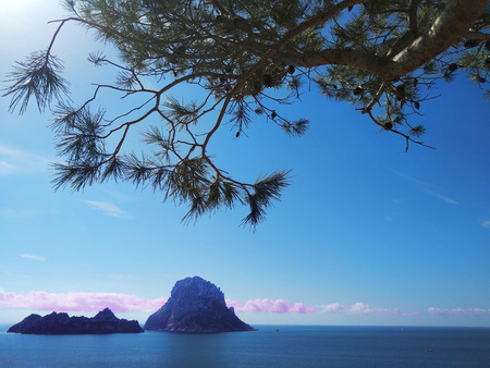 summer comes, ready for the holidays in the unspoiled nature of the Balearic islands. to discover ibiza and its wonders, like the islet of Es Vedra Banco de Imagens
