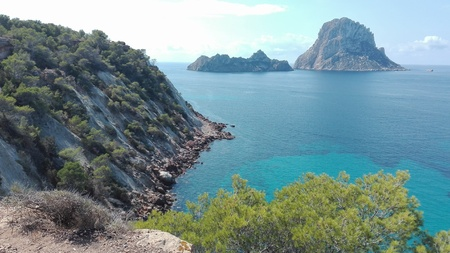 Es Vedra, the magical island of Ibiza, a tourist destination for hippies and explorers. breathtaking view off the coast of Cala D'Hort, famous ibizan beach Banco de Imagens