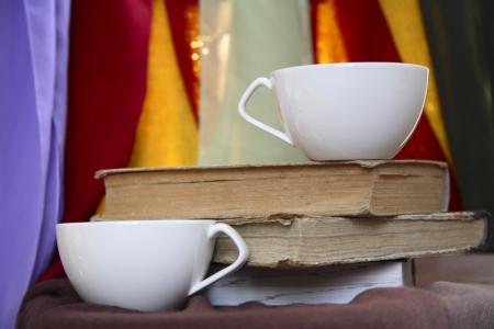 두 컵, 오래 된 책