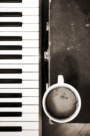 Monohrome image,  coffee, music