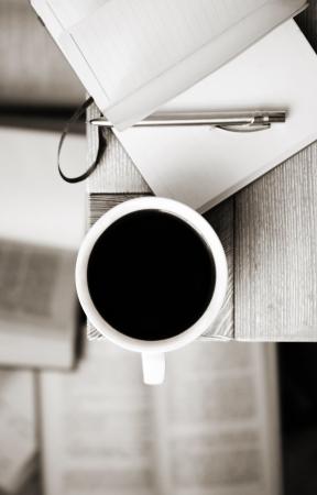 흑백 이미지, 커피, 책
