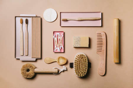 Zero waste. Eco friendly bathroom and kitchen accessories on a beige background. Flat lay, top view. Foto de archivo