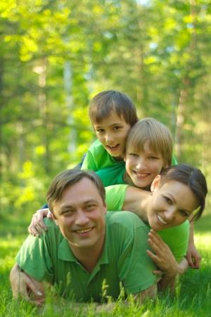 reiste: Gute Familie reiste zur Natur