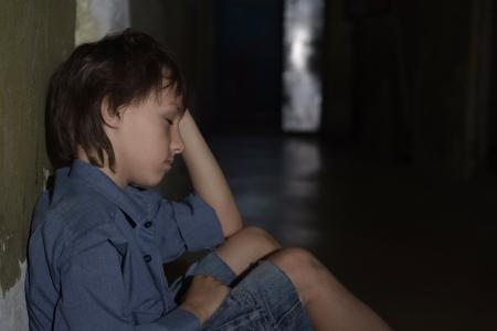 ni�os abandonados: Cauc�sica frustrada sesi�n hombre