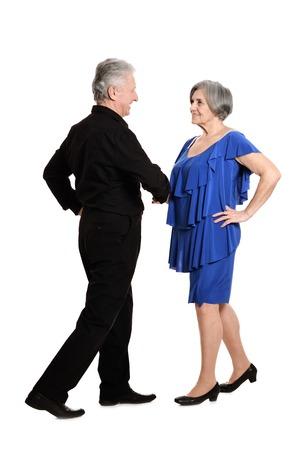pareja bailando: Retrato de una feliz pareja de ancianos de pasar tiempo juntos
