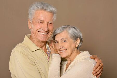 amusant: Portrait d'amusant heureux vieux couple souriant Banque d'images