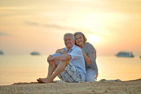 Portrait of a senior couple at sea at sunset Standard-Bild