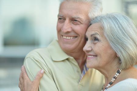 아름다운 노인 부부 야외, 근접의 초상화 스톡 콘텐츠