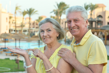 aire puro: Happy Mature couple enjoy fresh air and stunning view on vacation Foto de archivo