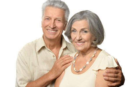persona mayor: Retrato de un par mayor feliz en el fondo blanco Foto de archivo
